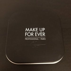 Makeup Forever Ultra HD compact powder